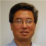 教授,先后于中国兰州大学和中国科学院近代物理研究所获得理学学士学位及理学硕士学位。1996年加入普渡大学,在Fred E. Regnier教授的实验室学习。2001年获得博士学位后加入Beyond Genomics公司,从事疾病生物标志物相关的生物分析和生物信息学平台的开发工作。2004年,回到普渡大学,在Bindley生物科学中心担任计算生命科学和信息学的主管以及研究助理教授。2008年,加入路易斯维尔大学化学系。目前是路易斯维尔大学化学系和药理系教授,University Scholar 和CREAM研究中心主任。张翔教授的研究重点是高通量生物分析方法和生物信息学工具的开发及应用。