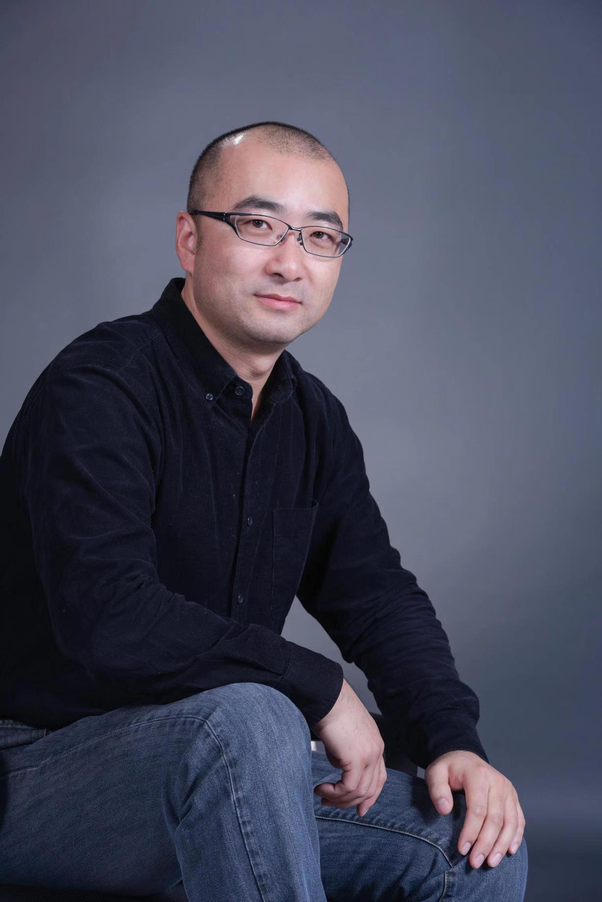 中国科学院北京基因组研究所硕士生导师;中国科学院精准基因组医学重点实验室副研究员,博士。曾在华大基因学习工作7年;HDBioSciences/药明康德16年研发工作经验。2015年度传染病专项首席科学家。承担和参与十一五、十二五多项重大新药药物靶点发现及化合物筛选平台建设项目、863肿瘤标志物研究项目、国自然重点和面上科研项目及科学院战略先导专项等项目。国家和浙江、福建等省自然科学基金委员会评审专家。Frontier in Immunology及多个杂志的编委,发表论文40余篇。研究领域:(1)功能基因组研究(药靶发现及验证);(2)药物筛选和发现;(3)肿瘤免疫及微进化研究。多项成果向社会应用转化中。