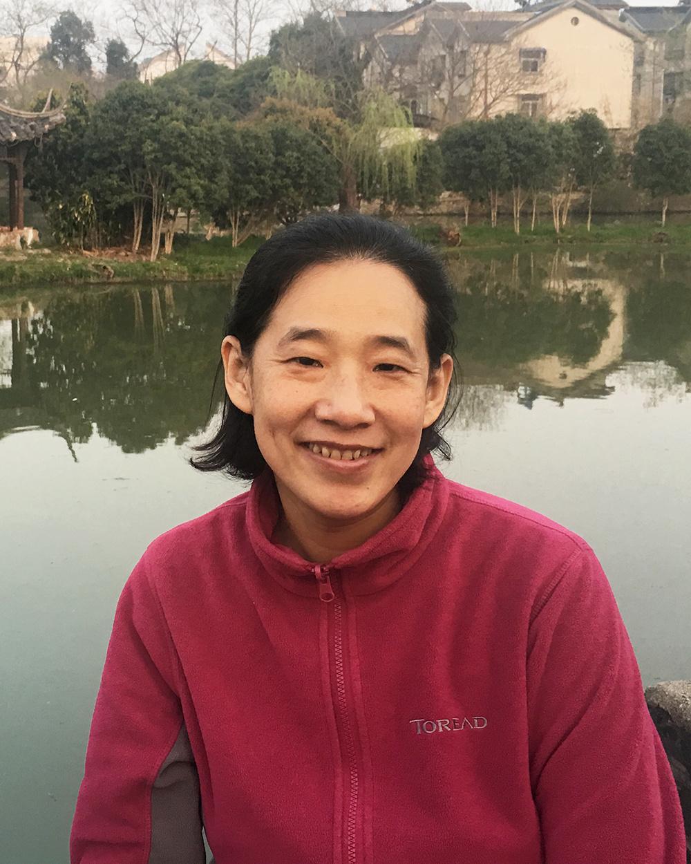 1996年获吉林大学理学学士,1999年获吉林大学理学硕士, 2003年获北京大学理学博士;2003-2009年在日本东北大学从事科研工作。2009年加入北京大学化学学院并任高级工程师。研究方向:1.    无机固体结构化学2.    原位电镜技术研究化学反应过程代表性论文:1.    Ma, Ning; Fu, Qiang; Hong, Yuexian; Hao, Xuyang; Wang, Xiaoge; Ju, Jing*; Sun, Junliang*, Processing Natural Wood into an Efficient and Durable Solar Steam Generation Device, ACS Applied Materials & Interfaces, 12(15), 18165-18173, 2020; DOI: 10.1021/acsami.0c024812.    Li, He; Li, Jiangfeng; Jia, Yunling; Liao, Fuhui; Xu, Yuejiao; Sun, Lingdong; Yan, Chunhua; Li, Yanting; Bie, Lijian; Ju, Jing*, Crystallization of Gd2O3 nanoparticles: evolution of the microstructure via electron-beam manipulation, Nanoscale, 11(31), 14952-14958, 2019.3.    Zhang, Leitao; Kang, Weimin; Ma, Qiang; Xie, Yingfang; Jia, Yunling; Deng, Nanping; Zhang, Yuzhong*; Ju, Jing*; Cheng, Bowen*, Two-dimensional Acetate-based Light Lanthanide Fluoride Nanomaterials (F-Ln, Ln = La, Ce, Pr, and Nd): Morphology, Structure, Growth Mechanism, and Stability, JACS,  141(33), 13134-13142, 2019;DOI: 10.1021/jacs.9b053554.    Li, Gang; Gao, Lou; Sheng, Zhizheng; Zhan, Yulu; Zhang, Chaoyang; Ju, Jing*; Zhang, Yahong*; Tang, Yi, A Zr-Al-Beta zeolite with open Zr(iv) sites: an efficient bifunctional Lewis-Bronsted acid catalyst for a cascade reaction, Catalysis Science & Technology, 9(15), 4055-406, 2019; DOI: 10.1039/c9cy00853e5.    Wen, Tong; Zhang, Yunpeng; Geng, Yuanyuan; Liu, Junquan; Basit, Abdul; Tian, Jiesheng; Li, Ying; Li, Jilun; Ju, Jing*; Jiang, Wei, Epsilon-Fe2O3 is a novel intermediate for magnetite biosynthesis in magnetotactic bacteria, Biomaterials research, 23, 13, 2019.6.    Li, Jiangfeng; Jia, Yunling; Xu, Yuejiao; Yang, Hui; Sun, Ling-dong; Yan, Chun-hua; Bie, Li-jian; Ju, Jing*, In situ epitaxial growth of GdF3 on NaGdF4:Yb,Er nanoparticles, Inorganic Chemistry Frontiers, 4(12), 2119-2125, 2017.7.    Zhang, Yunpeng; Wen, Tong; Guo, Fangfang; Geng, Yuanyuan; Liu, Junquan; Peng, Tao; Guan, Guohua; Tian, Jiesheng; Li, Ying; Li, Jilun; Ju, Jing*; Jian