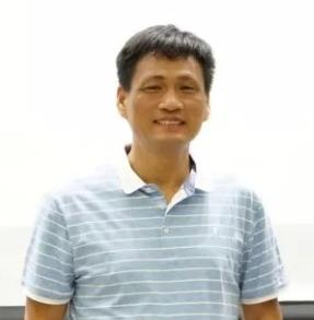 """博士,高工,北京分析测试协会波谱分会理事长。1994年至2011年先后在清华大学化学工程系和化学系分获工学学士、理学硕士和理学博士。2003年8月开始在清华大学分析中心工作,2014年11月至2015年12月在美国哈佛大学医学院访学。2003年起,负责清华大学核磁和顺磁共振波谱的测试服务和相关研究工作。在做好校内外测试服务的同时,长期致力于开发顺磁共振新技术和展开其在探究有机反应机理方面的研究,并在国产磁共振仪器应用推广方面展开工作。以顺磁共振波谱为主要研究手段,在研究过渡金属催化、有机催化和光催化有的机反应机理之间的内在关系方面,和提高冰碛物ESR测年的可靠性、规范性方面,做出了自己的贡献。论文发表在J. Am. Chem. Soc.,Angew. Chem. Ed. 等杂志上。获得2007年""""清华大学优秀实验技术人员奖"""",2009年起一直聘任 """"清华大学大型分析仪器关键岗"""",2011年国家自然科学基金青年基金资助,多次获得""""清华大学实验室创新基金""""资助,2019年获得""""清华大学优秀班主任""""一等奖,全国电子顺磁波谱会""""徐元植顺磁共振波谱学奖""""优秀青年奖等。主持并参与国自然科学基金项目7项,发表SCI收录论文100余篇,参与编写著作1部,已经授权专利8项。论文它引2000余次,H Index为28。"""