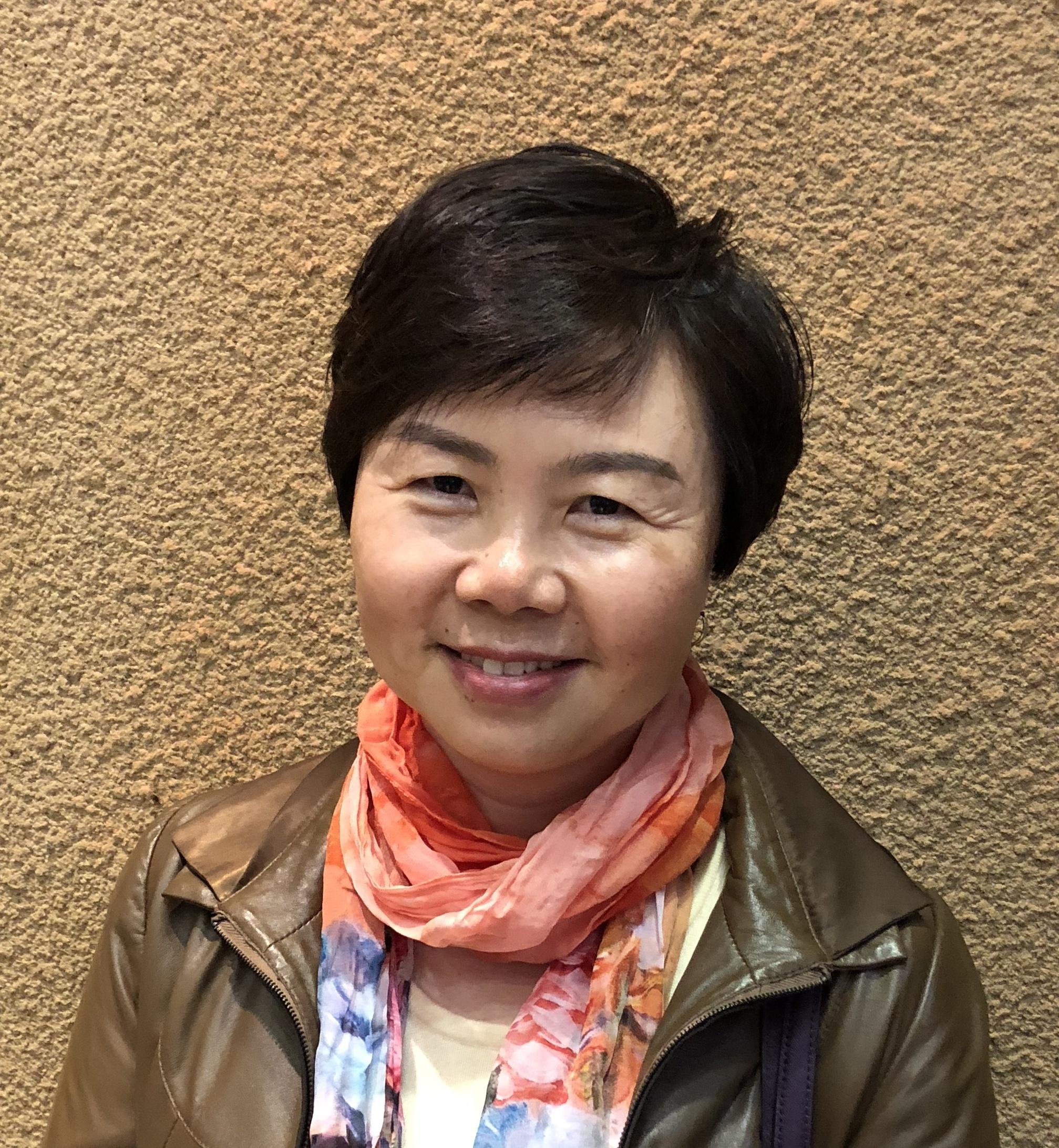 本科(1988年)及博士研究生(2000年)均毕业于北京大学医学部,2002—2003年韩国首尔国立大学医学院博士后,2010年和2012年先后两次赴美国哈佛大学医学院附属布莱恩-妇女医院访问学者。学术任职: 国际肾脏病理学会委员;中华肾脏病杂志和电子显微学报编委;中国研究型医院学会超微与分子病理专业委员会常务委员;中国电子显微镜学会常务理事。专业方向为医学电镜诊、肾脏病理, 研究方向为淀粉样变的发病机制。主持和参与多项国家级和部委级的基金课题,在国内外核心期刊和 SCI收录杂志发表论著60余篇,参与6部学术专著的编写,获得卫生部、教育部和中华医学奖等成果奖6项。