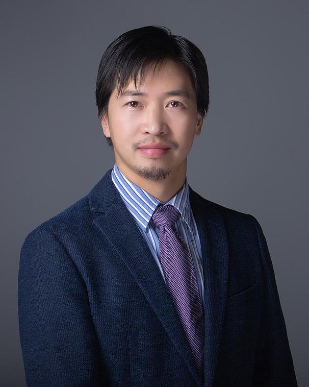 北京大学国际量子材料科学研究中心研究员,北京大学电子显微镜实验室副主任, 国家重点研发计划项目首席科学家。2010年获中国科学院物理研究所凝聚态物理博士学位,2010~2015年分别在美国密歇根大学、美国布鲁克海文国家实验室、日本东京大学从事博士后研究。长期从事从电子显微学相关的研究,研究体系包括氧化物界面、固态结构相变、轻元素和低维量子材料等。发表论文180余篇,包括60余篇Science、Nature及子刊,PRL,Adv.Mater.,JACS 等 。曾入选/荣获日本JSPS研究员、中国十大电子科技进展、中国新锐科技人物、中国硅酸盐学会青年科技奖等。