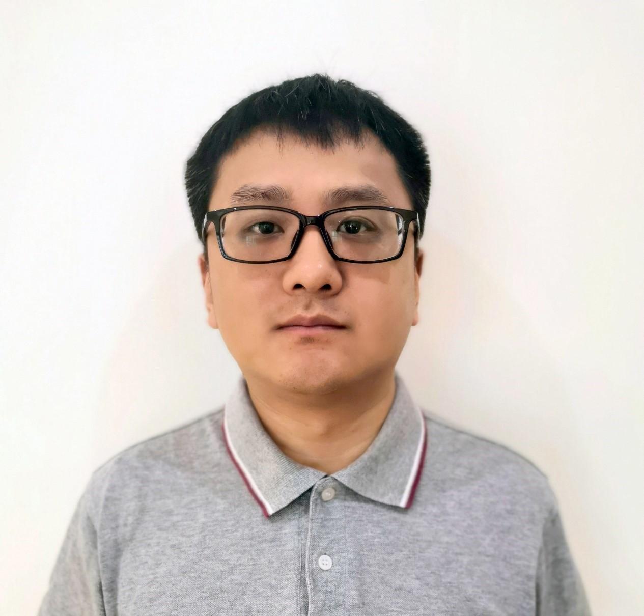 闫涛,毕业于南京师范大学物理学专业,在电镜行业主动减振领域从业12年,已为国内众多电镜用户制定出行之有效的振动解决方案。目前担任上海仪墨科技有限公司总经理一职,从事韩国DAEIL减振台在国内的销售与推广。