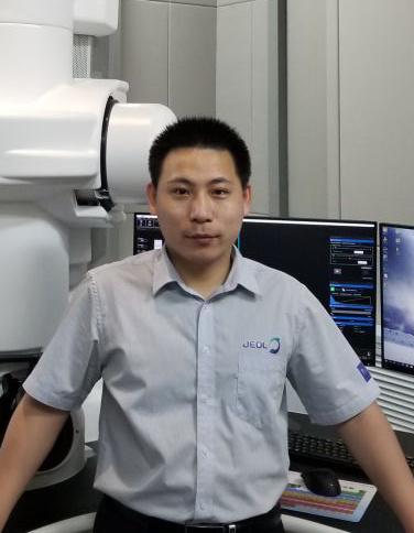 日本电子透射应用工程师,中国科学院金属研究所博士。长期从事透射电子显微学方面的研究工作,具有丰富的透射电镜操作经验。