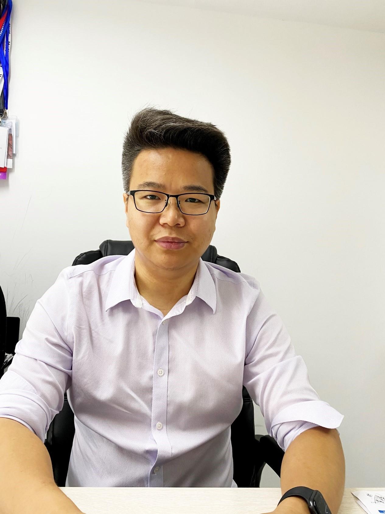现任上海微纳国际贸易有限公司销售总监,具备10年以上电镜行业销售经验,对电镜制样及电镜原位扩展具有深入研究,致力为广大中国科研及工业客户提供最完备的制样及电镜原位扩展解决方案。