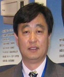 1981年北京农业大学中心实验室工作,从事原子光谱分析工作。1994年中国农业大学获得硕士学位, 1995年2010年加入美国利曼公司,担任原子光谱工程师,从事仪器的安装调试,维修,应用支持等。2010年加入安捷伦科技(中国)有限公司,任原子光谱应用工程师。