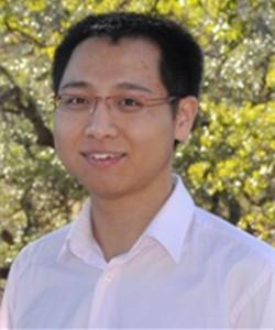 """南京大学现代工程与应用科学学院教授、博士生导师。国家青年千人计划入选者。先后在新加坡国立大学(2007-2010)、美国德克萨斯大学奥斯丁分校(2010-2014)及美国哥伦比亚大学(2014-2016)从事研究工作。主要研究方向为低维材料的化学气相沉积、微纳器件加工及其光、电性质等。以第一或主要作者在Science、Nature、Nature Nanotechnology、Phys. Rev. Lett.等刊物发表论文70余篇,被引用6000余次,H-Index 38;第一作者论文中有2篇被评ESI前0.1%的热点论文,另有5篇被评为前1%的高引用论文;授权中国及美国发明专利4项。曾获安徽省科学技术一等奖(排名第二)。主持多项国家和省部级科研项目,包括2017年度科技部""""量子调控与量子信息""""重点专项课题1项。"""