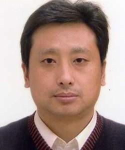 国家纳米科学中心研究员,纳米科学卓越中心研究员,博士生导师,纳米加工实验室主任。目前主要从事锂离子电池正极纳米材料、器件和纳米加工及纳米光学、传感等方面的研究工作。曾获北京市科技进步一等奖1项。在Adv. Mater., Adv. Energy Mater., Nanolett.,ACS Photonics, PRB等国际期刊上发表学术论文百余篇。申请专利70项,授权40余项。承担国家重点研发课题、973课题以及中科院知识创新、仪器研制等多项课题。目前担任英国物理学会旗下的Surface Topography: Measurement and Property以及Nanotechnology Letters等国际期刊编委。