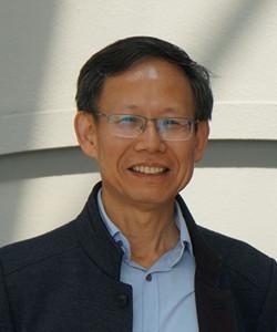 上海交通大学物理与天文学院教授, 2016年10月全职回国,受聘上海交通大学物理与天文学院。在他的科研生涯中,在激光物理和光谱相关领域所涉及的研究方向包括激光冷却原子和离子,激光雷达遥感,超快、超强激光非线性光学、激光诱导等离子体和激光诱导击穿光谱。共发表了140多篇论文,h-index为40。担任Applied Physics B, Lasers and Optics副主编和中国光学工程学会激光诱导击穿光谱专业委员常务委员。