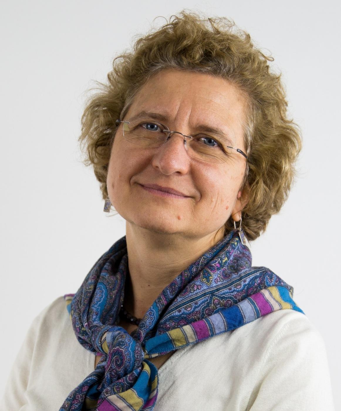 博士,现任B&W Tek的市场和客户开发总监。她是一名经过认证的光谱学家,拥有多年的光谱学和化学计量学经验。曾与葛兰素史克、CAMO软件公司和Foss NIRSystems等公司合作,为电子、化学和制药行业提供工艺理解和解决问题的能力。担任《过程分析技术:针对化学和制药工业的光谱方法和实施策略》一书的主编,SAS研究员。曾任Applied Spectroscopy and for NIRNews杂志的副主编。她是近红外光谱委员会(CNIRS)的前任主席,也是ASTM E13、E54和E55委员会的成员。