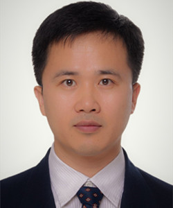 副研究员,医学博士,就职于中国疾病预防控制中心病毒病预防控制所,任中国医学影像技术研究会第四届电子显微镜分会主任委员。主要从事医学病毒形态学、病毒结构生物学、生物医学电子显微镜技术研究。曾多次参与我国重大疫情病原体鉴定工作。承担或参与国家自然科学基金、传染病预防控制国家重点实验室面上项目、国家十二五重大专项、重点研发计划项目等科研项目9项。发表论文60余篇,出版专著1部,参编专著4部,获得国家专利3项。