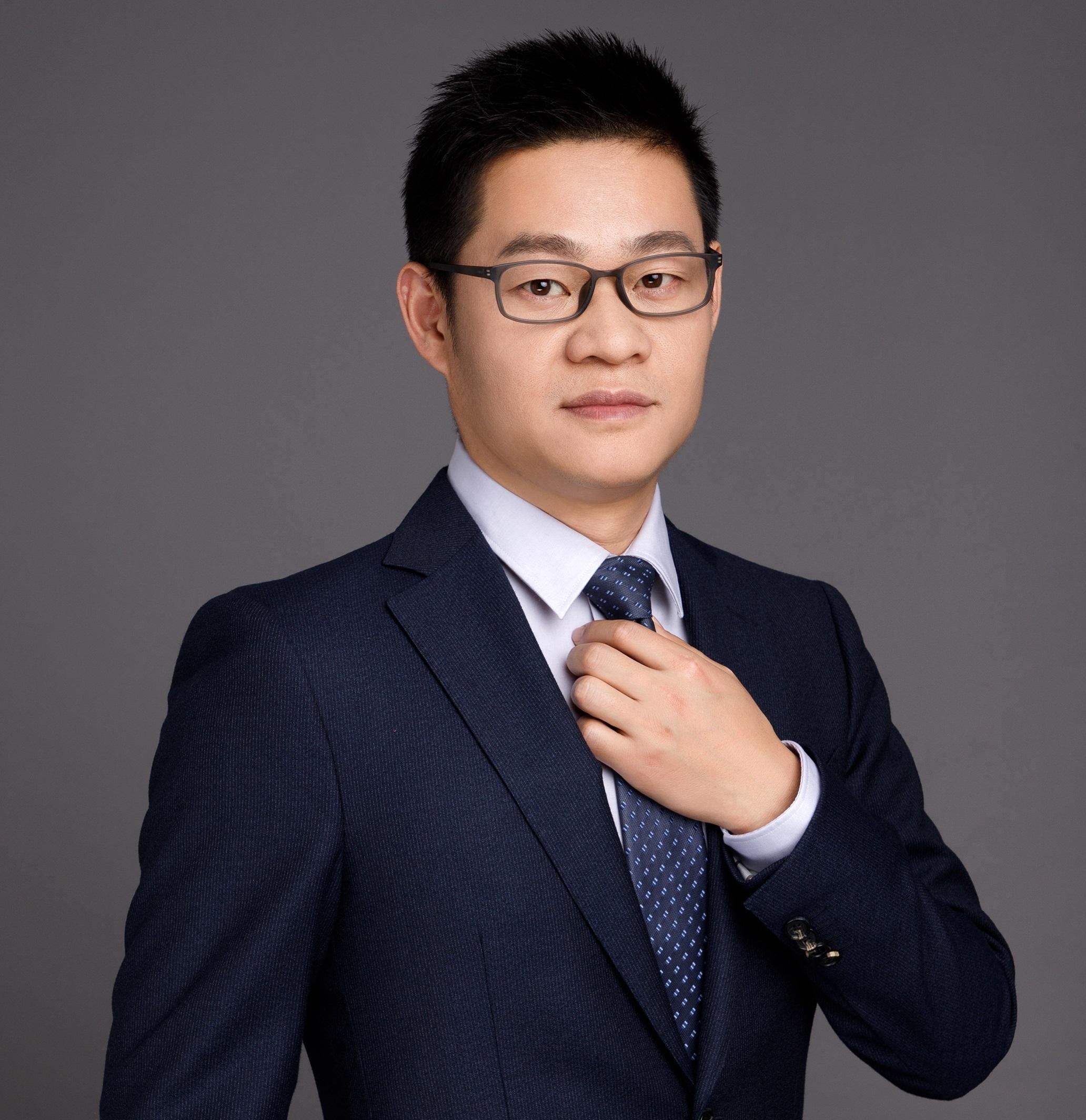 王智聪,博士,分析化学专业,在制药、食品等行业具有丰富的分析方法开发、方法验证、样品分析和分离纯化制备等经验。