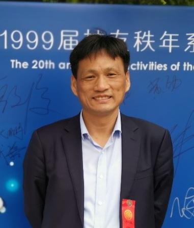 博士,高工,北京分析测试协会波谱分会理事长。1994年至2011年在清华大学化学工程系和化学系分获工学学士、理学硕士和理学博士。2003年8月开始在清华大学分析中心工作,2014年11月至2015年12月在美国哈佛大学医学院访学。主要从事磁共振波谱研究工作,长期致力于开发磁共振新技术和展开其在探究有机反应机理方面的研究。主持并参与国自然科学基金项目7项,发表SCI收录论文90余篇,参与编写著作1部,已经授权专利7项。论文它引1700余次,H Index为26。