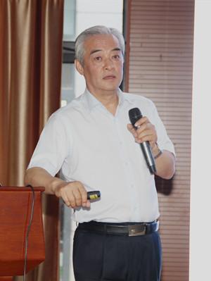 """中国核工业集团公司研究员,曾任中国质谱学会理事长。1982年毕业于清华大学放射化学专业,1987年考入核工业研究生院,获硕士学位。1992年2月-1993年3月,在国际原子能机构摩纳哥(IAEA-MEL,Monaco)海洋环境实验室任技术官员,从事质谱技术研究工作。1997年破格晋升为研究员,1998年获国家劳动人事部 """"百千万跨世纪重点学科带头人""""培养对象;1999年被聘为博士研究生导师。多年来,承担和完成了多项国家级和省部级重大科研课题和科技攻关项目,获得国家级和省部级科技进步奖10余项,在国内外学术期刊上发表论文80多篇,各项专利7项。培养多名硕士、博士研究生。"""