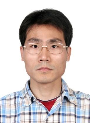 """中国人民大学物理学系教授,博士生导师,基金委优青。2002年毕业于大连理工大学物理与光电工程学院应用物理系。2002-2007年,在中国科学院物理研究所纳米物理与器件实验室硕博连读,获凝聚态物理博士学位。2004年7月至2005年1月,在德国柏林自由大学物理系及实验物理研究所做访问学者,2007年8月-2011年7月,在美国加州大学Riverside分校化学系及纳米科学与工程中心从事博士后研究。2011年8月-2017年月,国家纳米科学中心(中科院纳米标准与检测重点实验室),任副研究员/研究员。曾获中国科学院""""引进杰出技术人才计划""""(技术百人计划)和首届""""卓越青年科学家"""",卢嘉锡青年人才奖获得者,青年创新促进会会员并获首届""""学科交叉与创新奖""""等。目前,主要工作集中在先进原子力探针显微分析技术及其在低维与表面物理、纳米科技等领域的应用基础研究。"""