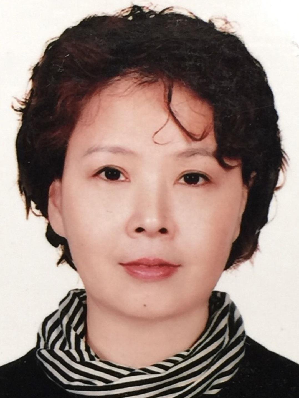 主任药师,原北京市药品检验所微生物室主任,第九、十及十一届药典委员会微生物专业委员会委员,参加了国家药典委员会组织的2010、2015及2020版药典的微生物相关内容的编写与审定稿工作。在职期间主要从事药品、保健品、化妆品、药包材及医疗器械的微生物限度和无菌检查的检验、复核检验及审核报告等工作。