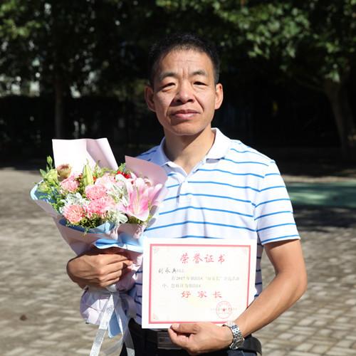 刘永兵,博士,教授级高工,就职于国家地质实验测试中心,主要从事污染土壤修复、生态地球化学调查、矿区污染治理等。
