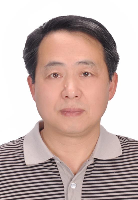 博士、博士生导师。现为上海大学材料学院教授,现任省部共建高品质特殊钢冶金与制备国家重点实验室常务副主任,中国物理学会光散射专业委员会副主任,中国光谱学会委员会委员,上海金属学会理事。1988年毕业于复旦大学化学系,获学士学位, 1991年毕业于上海大学化学化工系,获硕士学位,2006年毕业于上海大学材料学院,获博士学位。主要从事冶金物理化学、冶金材料制备以及原子和分子光谱、波谱和理论计算模拟等的研究和教学工作,研究方向包括极端条件下物质结构的分子光谱检测技术、无机非金属材料相变及其熔体结构定量化研究与应用、冶金连铸保护渣低氟和无氟化研究与应用、微观结构和光谱波谱计算机模拟、功能晶体生长机理和煤结构及其焦化机理研究等。开发的高温拉曼光谱技术填补了国内空白,开展的熔体结构实验研究,具国际前沿水平。运用量子化学从头计算和密度泛函等理论方法,确立高温熔体中微观结构基元的光谱散射截面和高温光谱的定量解析,并藉此建立能沟通微观结构和宏观物性的熔体团簇模型。2010-2011年曾在法国国家科学研究中心(CNRS)高温化学和辐照研究所受邀引智工作。发表学术期刊论文160余篇,二十余次在国际学术会议作大会或邀请报告,主持或参加包括国家自然基金重点项目,面上项目,国际合作项目及上海市等三十余项科研项目,藉国家外专局111引智平台与俄罗斯、法国、美国、丹麦、芬兰、挪威、澳大利亚等国高校和国家级科研机构保持了国际合作关系。