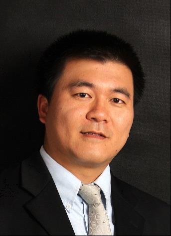 """中国科学院青岛生物能源与过程所研究员、所长助理、生物能源部主任、单细胞中心主任、基因组工程团队负责人;山东省能源生物遗传资源重点实验室主任。1976年生;1997年北京大学生物技术学士;2003年华盛顿大学计算机科学硕士和生物化学博士;2004-08年于华盛顿大学遗传学系和基因组研究院任基因型组装和分析团队负责人。2008年入选中科院""""百人计划""""并全职加入中科院青岛生物能源与过程所。任mSystems高级编辑。论文发表于Science、Cell Host Microbe、Nature Commu.等100余篇,被引近10000次(H-index 42)。获首届中组部万人计划(青年拔尖人才,2012;创新领军人才,2019)、国家杰出青年基金(2014)、中国青年科技奖(2015)、中源协和生命医学创新突破奖(2016)、""""科技领军人才工作室""""(山东省科技厅;2016)等荣誉。单细胞中心由来自功能基因组学、合成生物学、微流控科学和生物信息学等学科背景的70多位工作人员和研究生组成,主要通过单细胞分析科学仪器系列(单细胞拉曼成像仪、单细胞拉曼分选仪、单细胞拉曼分选测序系统等)和微生物组数据科学/人工智能工具的研制,建立基于拉曼组的细胞工厂筛选、生物资源挖掘、海洋生态监控、慢病诊断和耐药性临床快检方法学体系。同时我们是工业微藻合成生物学领域的开拓者之一,建立了以微拟球藻为模式的光合固碳产油细胞工厂的设计和构建技术平台。详情见www.single-cell.cn 和www.singlecellbiotech.com."""