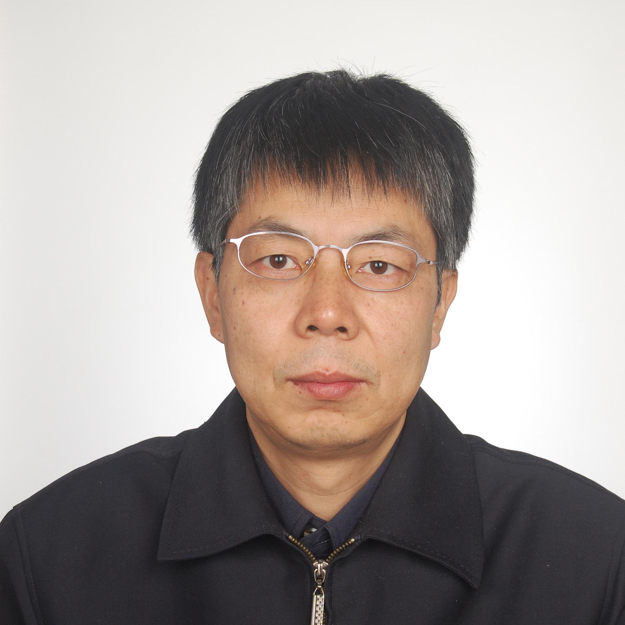 在北京师范大学分析测试中心长期从事电子能谱、荧光和拉曼光谱分析测试、教学及实验室管理工作。熟悉表面分析和光谱分析技术,积累了丰富实验测试经验。主要从事薄膜材料、稀土发光材料研究及石墨烯材料表征技术、表面增强拉曼光谱技术的研究,在国内外期刊发标多篇学术论文。现任全国微束分析标准化技术委员会表面化学分析技术委员会副主任委员,主持和参与多项电子能谱分析方法标准。近年来,在多场国内电子能谱应用技术交流培训会上担任主讲人。