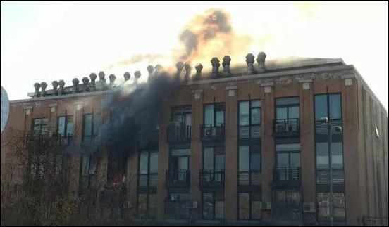 清华大学化学系(何添楼)二楼一实验室发生火灾事故.png